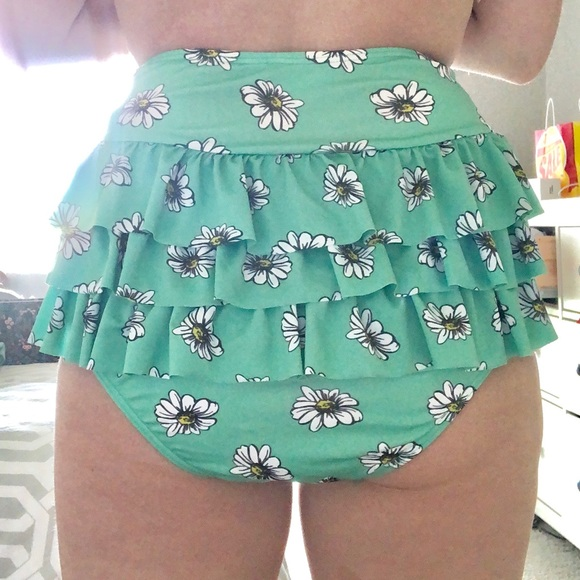 Modcloth Other - High waisted ruffle back bikini bottom
